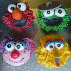 Pop Oscar and Friends cupcakes