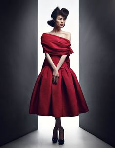 """The """"Atout Cœur"""" (DIOR) dress from the Spring/Summer Haute Couture collection, 1955. Photographer: Patrick Demarchelier."""