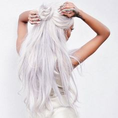 6 Photos Of White Hair That Are As Icy As Our Souls - White hair, don't care! White hair, don't care! White hair, don't care! Pretty Hairstyles, Cute Hairstyles, Hairstyle Ideas, Corte Y Color, Pastel Hair, Bright Hair, Grunge Hair, Hair Dos, Bun Hair