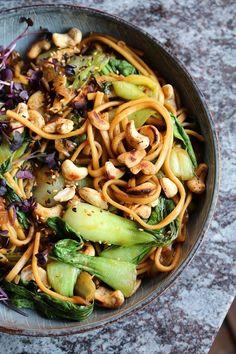Pak Choi Udon Wok - Food: Lunch, Dinner, Mittagessen - Past Wok Recipes, Greek Recipes, Asian Recipes, Healthy Recipes, Ethnic Recipes, Vegetarian Recipes, Cooking Recipes, Greek Diet, Marinated Mushrooms