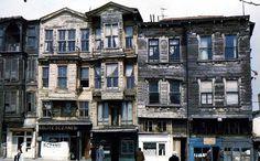 Sultanahmet Divanyolu Caddesi evleri 1957..S.Ahmet Köftecisinin sırası.karşıda s.ahmet camii