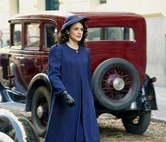 Adriana Ugarte en la serie de televisión 'El tiempo entre costuras'