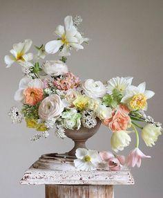 Flower Arrangement Designs, Beautiful Flower Arrangements, Flower Designs, Floral Arrangements, Beautiful Flowers, Love Flowers, Spring Flower Arrangements, Silk Flowers, Floral Centerpieces