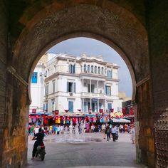 7bc:  Crossing the Sea Gate and going into the Medina of Tunis, Tunisia. #BabelBhar #PortedeFrance #Tunis #Tunisie #Tunisia #Tunez (à Médina...
