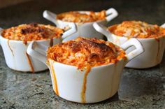 Individual Baked Spaghetti Squash Pots 24 Low-Carb Spaghetti Squash Recipes That Are Actually Delicious Low Carb Spaghetti Squash Recipe, Cooking Spaghetti Squash, I Love Food, Good Food, Yummy Food, Fun Food, Master Chef, Low Carb Recipes, Cooking Recipes