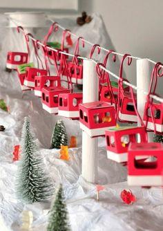 activite manuelle noel pour occuper les enfants pendante les fêtes de fin d'année, paysage de montagne pour les skieurs, en carton rouge et blanc, avec des petits sapins et matière blanche qui imite la neige