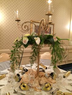 A gorgeous centerpiece, with candles to create a glowy ambiance