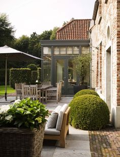 greige: interior design ideas and inspiration for the transitional home : grey in the garden