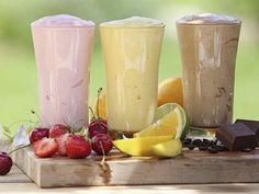 Imagine your favorite smoothie or protein shake with a boost of healthy coffee. Healthy Juices, Healthy Snacks, Healthy Fruits, Healthy Eating, Smoothie Recipes, Smoothies, Food To Gain Muscle, Fat Burning Foods, Food Humor