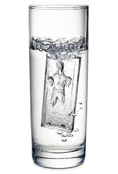 Make the coolest ice cubes in the galaxy with the Star Wars Han Solo in Carbonite Ice Cube Tray. We've been waiting for the Han Solo Carbonite Ice Cube Tray for Star Wars Death Star, Star Wars Han Solo, Cafe Geek, Han Solo Frozen, Geek House, Star Wars Gifts, Nerd Love, Star Wars Party, Love Stars