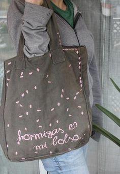 "Bag with Spanish text with the meaning ""Ants in my bag"" Ants, My Bags, Meant To Be, Spanish, Women, Wood Ants, Women's, Ant, Spanish Language"
