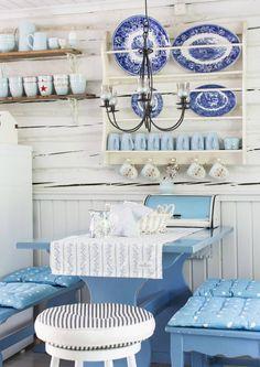 Ajaton ja levollinen sininen on yksi suomalaisten suosikkiväreistä. Katso Unelmien Talo&Kodin ideat, miten sinistä voi tuoda sisustukseen. Home Decor, Decoration Home, Room Decor, Home Interior Design, Home Decoration, Interior Design