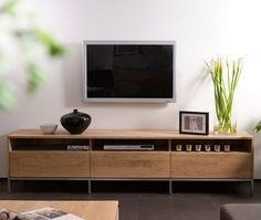 Mueble TV Ligna de Ethnicraft, disponible en Manuel Lucas Muebles, Elche