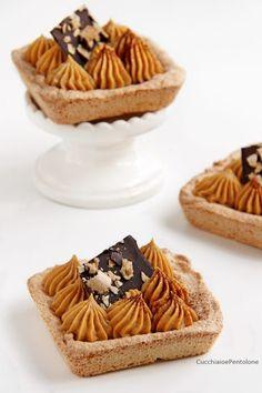 Dacquoise al cocco crema caramello Sweet Recipes, Cake Recipes, Dessert Recipes, Mini Cakes, Cupcake Cakes, Sweet Corner, Mini Desserts, Sweet Cakes, Cake Cookies