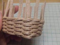 半端ひもで・ミニカゴの作り方(底フラット) - 手作り記録 Wicker Baskets, Home Decor, Decoration Home, Room Decor, Home Interior Design, Home Decoration, Woven Baskets, Interior Design