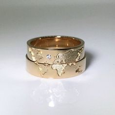 World map wedding bands. His and hers wedding rings set. The post World map wedding bands. His and hers wedding rings set. Matching wedding bands& appeared first on Wedding. His And Her Wedding Rings, Wedding Rings Sets Gold, Wedding Rings Simple, Matching Wedding Bands, Beautiful Wedding Rings, Unique Wedding Bands, Wedding Band Sets, Wedding Rings Vintage, Wedding Matches