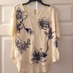 "Free People Floral Printed Top Beige XS S Free People floral printed top. XS but runs large can easily fix a small. 100% cotton. Length about 22"" front 26"" back. Bust flat 20"".  Fits like the circle in the sand tops. Free People Tops Tees - Short Sleeve"