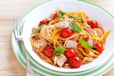 This is a low GI recipe that is quick and easy to make. To make it even more healthy, use whole wheat or brown rice pasta. Tuna and cherry tomato pasta Tuna Tomato Pasta, Tomato Pasta Recipe, Cherry Tomato Pasta, Cherry Tomatoes, Greek Recipes, Fish Recipes, Pasta Recipes, Everyday Food, Lunches And Dinners