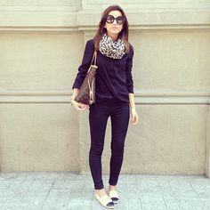 Layer up with loose fitting jumpers. Add a stylish scarf to compliment your alpargatas and you're good to go!