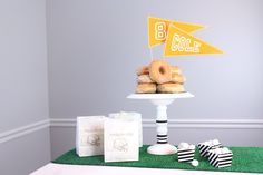 DIY Tailgate Cake Plate & Personalized Pennant Banners + Learn How To Make Those Cute Popcorn Bags! | DIY with @kimbyers and @joann_stores #football #tailgate #party #DIY