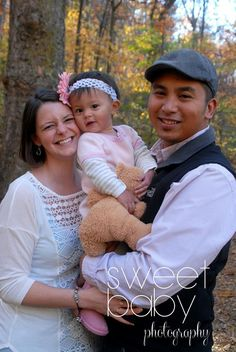 Family photos, fall photo session, family of three, family posing, little girl