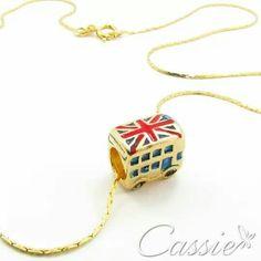 Colar Londres folheado a ouro com pingente do ônibus de Londres.  ❤⚫⚫⚫⚫⚫❤⚫⚫⚫⚫⚫❤…