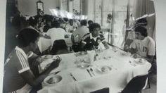 Uribe, Leguia y Olachea almorzando tras lis entrenamientos de la seleccion, antes del viaje a España.