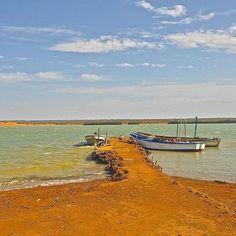 #LaFelicidadEs descubrir un lugar donde la playa, el desierto y el cielo se unen para regalarnos paisajes naturales de colores únicos. #LaGuajiramagica #CaboDeLaVela #DescubreColombia #DestinosAwake fotografía @awake.travel