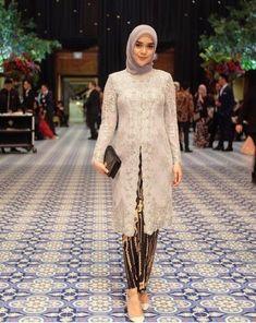 Source by fashion hijab Kebaya Muslim, Kebaya Modern Hijab, Kebaya Hijab, Muslim Dress, Model Kebaya Modern Muslim, Model Kebaya Brokat Modern, Kebaya Wedding, Muslimah Wedding Dress, Wedding Dresses