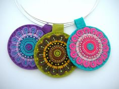 Three kaleidoscope pendants on silver choker wires Felt Embroidery, Felt Applique, Textile Jewelry, Fabric Jewelry, Jewellery, Felt Diy, Felt Crafts, Felt Necklace, Silver Choker