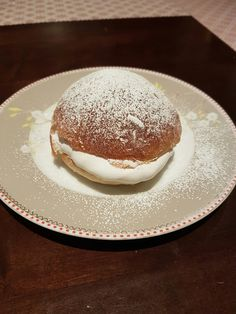 Fastelavnboller ⋆ Gina Kristine Pancakes, Vegan Recipes, Breakfast, Food, Morning Coffee, Vegane Rezepte, Essen, Pancake, Meals