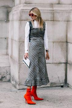 Como Usar Bota Vermelha? Encontre aqui 29 looks com botas vermelhas + tendências de sapatos para o Inverno 2018!