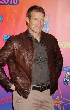 Human Target's Mark Valley arrives at the Fox 2010 Summer TCA All-Star Party on August 2, 2010 in Santa Monica, California.Jeffrey Mayer/WireImage.com - Tuesday, August, 3, 2010, 8:3 PM Mark Valley, Dana Delany, Fête Des Étoiles, Figures De Sports, Cuir