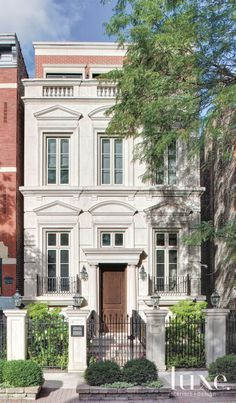 Four 4 story townhomes in houston by preston wood assoc for Townhouse exterior design