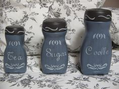 Ideas para reutilizar frascos de Nescafé - Dale Detalles Coffee Jar Crafts, Coffee Jars, Coffee Bottle, Bottles And Jars, Glass Bottles, Decoupage Jars, Crafts With Glass Jars, Diy Monogram, Plastic Bottle Crafts