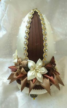 Egg Crafts, Easter Crafts, Diy And Crafts, Ribbon Art, Ribbon Crafts, Coconut Decoration, Indian Wedding Gifts, Egg Shell Art, Fabric Ornaments