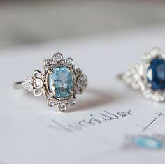 Si soñábais con los diseños de Claire Pettibone, ahora soñaréis con sus joyas... In love! http://www.unabodaoriginal.es/blog/de-la-cabeza-a-los-pies/alianzas-de-boda/las-joyas-vintage-de-claire-pettibone