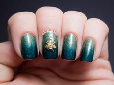 Chalkboard Nails: Sponged gradient with bee nail charm