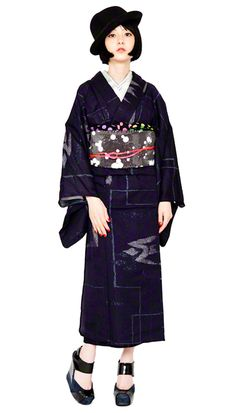 The Kimono Gallery – christmas Fashion Traditioneller Kimono, Kimono Japan, Japanese Kimono, Festival Mode, Festival Fashion, Traditional Kimono, Traditional Dresses, Kimono Fashion, Fashion Outfits