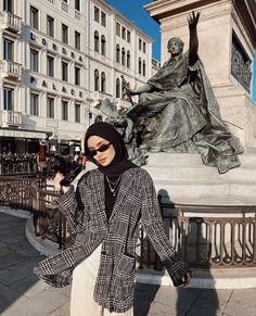 Muslim Fashion, Modest Fashion, Korean Fashion, Fashion Outfits, Casual Hijab Outfit, Hijab Fashion Inspiration, How To Pose, Mode Hijab, Niqab