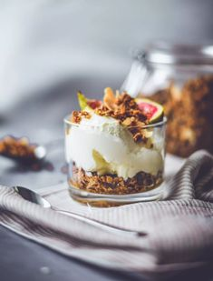 Granola, Tiramisu, Pudding, Ethnic Recipes, Desserts, Food, Tailgate Desserts, Deserts, Custard Pudding
