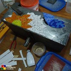 Mais um projeto em mosaico criado no Estúdio Joe & Romio   Uma caixa para correspondências, o motivo decidimos juntos com nossos clientes: ...