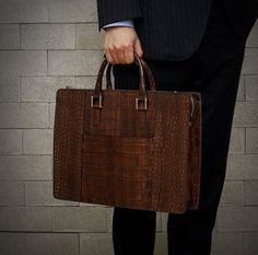 Men are not women. This looks too much like a handbag for my taste. Mature Fashion, Boys Wear, Mature Men, My Bags, Straw Bag, Your Style, Mature Style, Briefcases, Mens Fashion