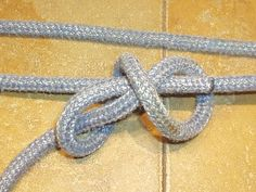 Trucker's Hitch, THE Most Awesome Knot on the Planet! - Trucker's Hitch, THE Most Awesome Knot on the Planet!: 5 Steps (with Pictures) Informationen zu Tr - Paracord Zipper Pull, Knot Out, Survival, Bracelet Crafts, Awesome, Amazing Ideas, Pictures, Camping, Truckers Knot