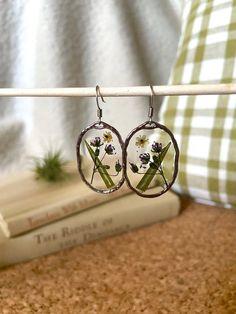 Flower Jewelry, Flower Earrings, Real Flowers, Wild Flowers, Lace Necklace, Etsy Business, Dainty Earrings, Etsy Crafts, Etsy Jewelry