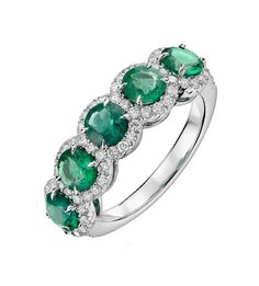 La sortija DESIDERATA es una bella alianza, de equilibrado diseño, donde se combinan diamantes y esmeraldas en una joya de artesanía y calidad, para lucir en toda ocasión.