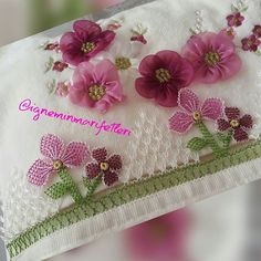@ignemin_marifetleri_ 👈 #igneoyasimodelleri #sunum #elemeği #göznuru #ceyizlik #havlu #moda #cool #mutfakhavlusu #namazörtüsü #tülbent… Diy And Crafts, Crochet, Model, Instagram, Lace, Punch Needle, Knit Crochet, Crocheting