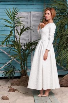 This is a long dress, it can make you feminine. This is the T-shirt dress, you can improve your temperament, long sleeved also makes you very attractive. Whether at home or in the party, it is a good choice