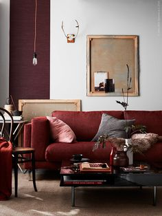 Decorating a neutral living room, with a burgundy couch Ikea Living Room, Living Spaces, Red Couch Living Room, Burgundy Couch, Burgundy Living Room, Maroon Couch, Maroon Room, Burgundy Room, Burgundy Decor