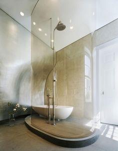 badezimmer dusche glas wand geschwungen badewanne ideen